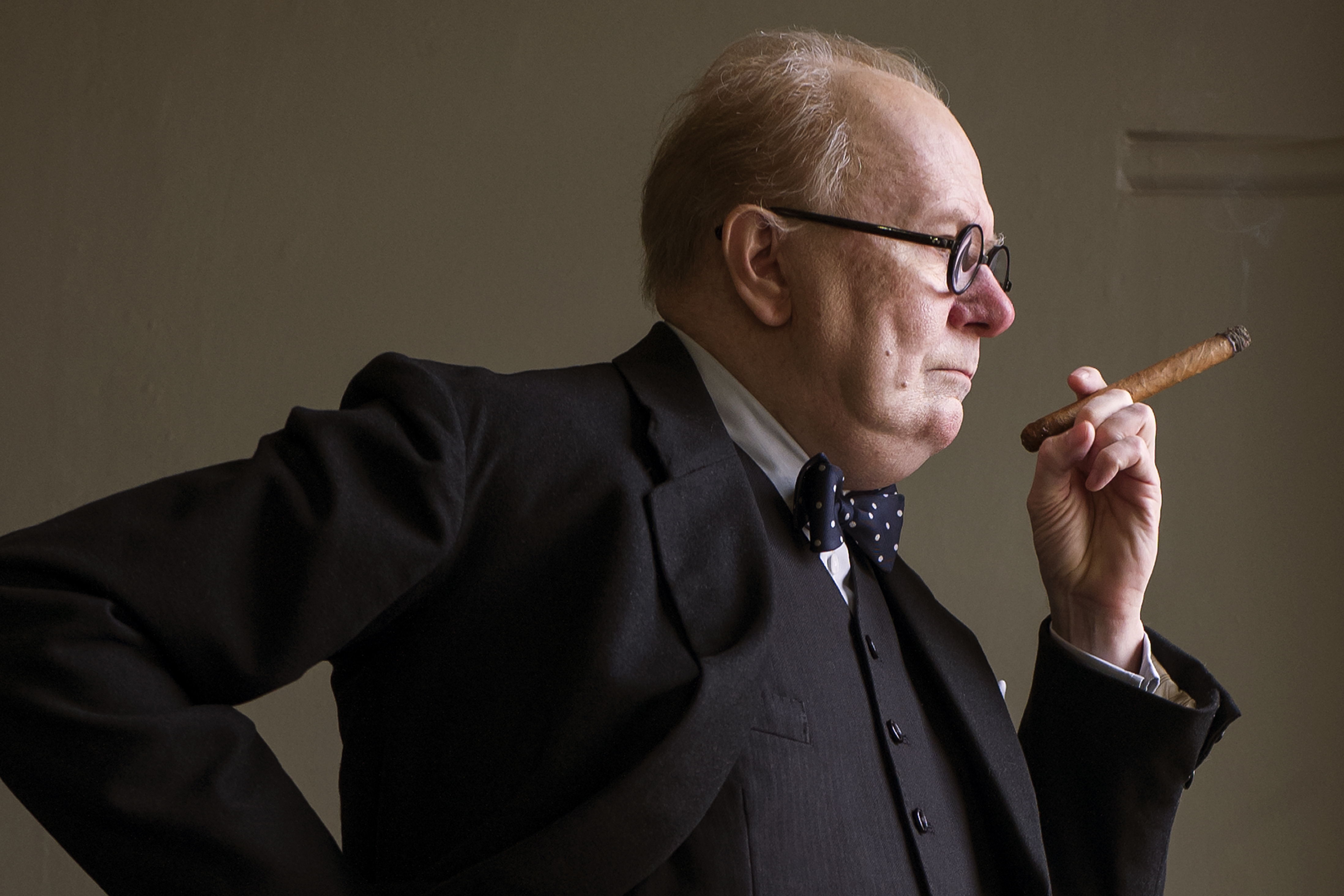 In 'Darkest Hour,' Gary Oldman seeks out the Winston Churchill beyond the history books