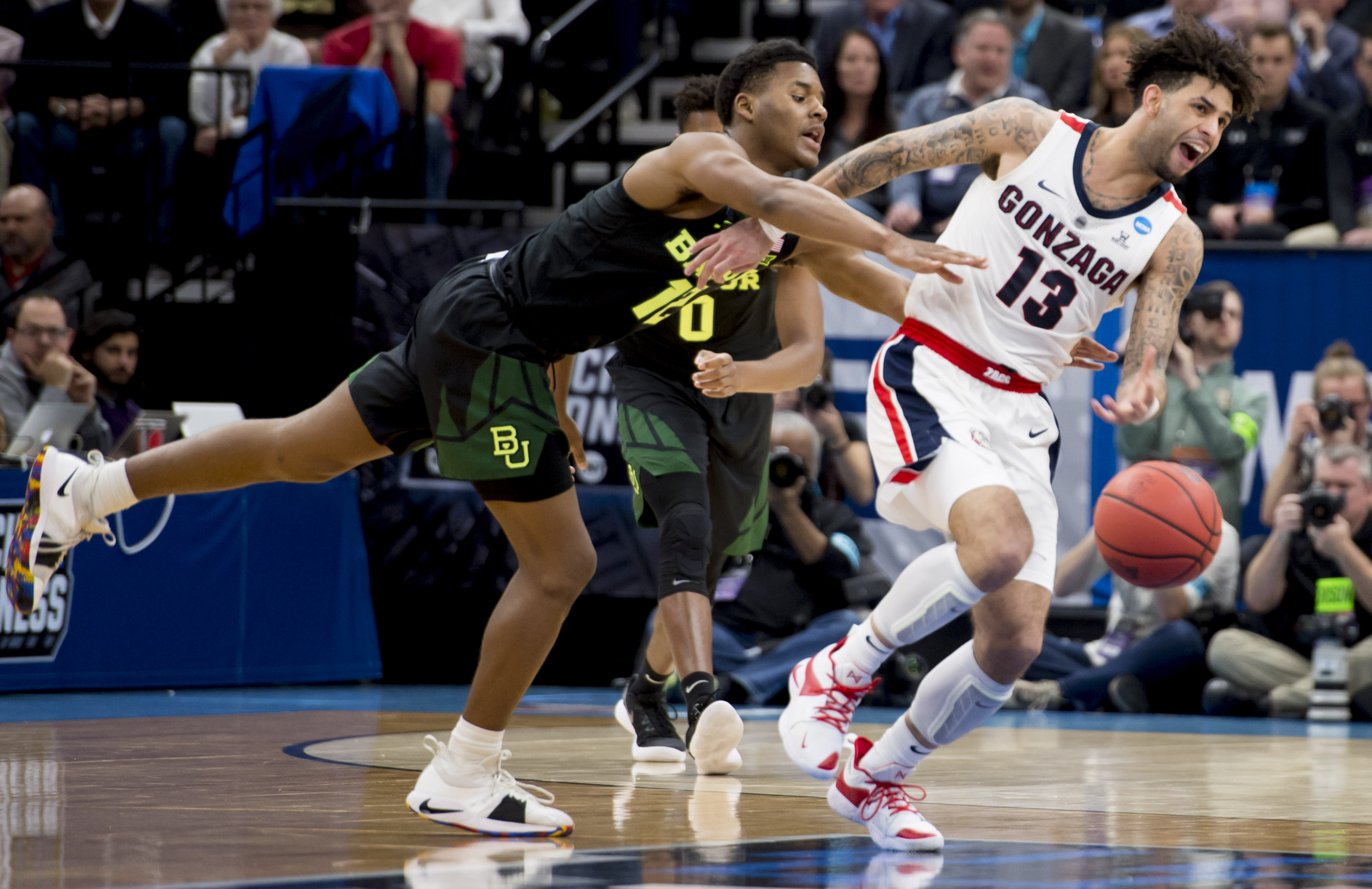 Gonzaga advances to the Sweet 16 with an 83-71 win over Baylor