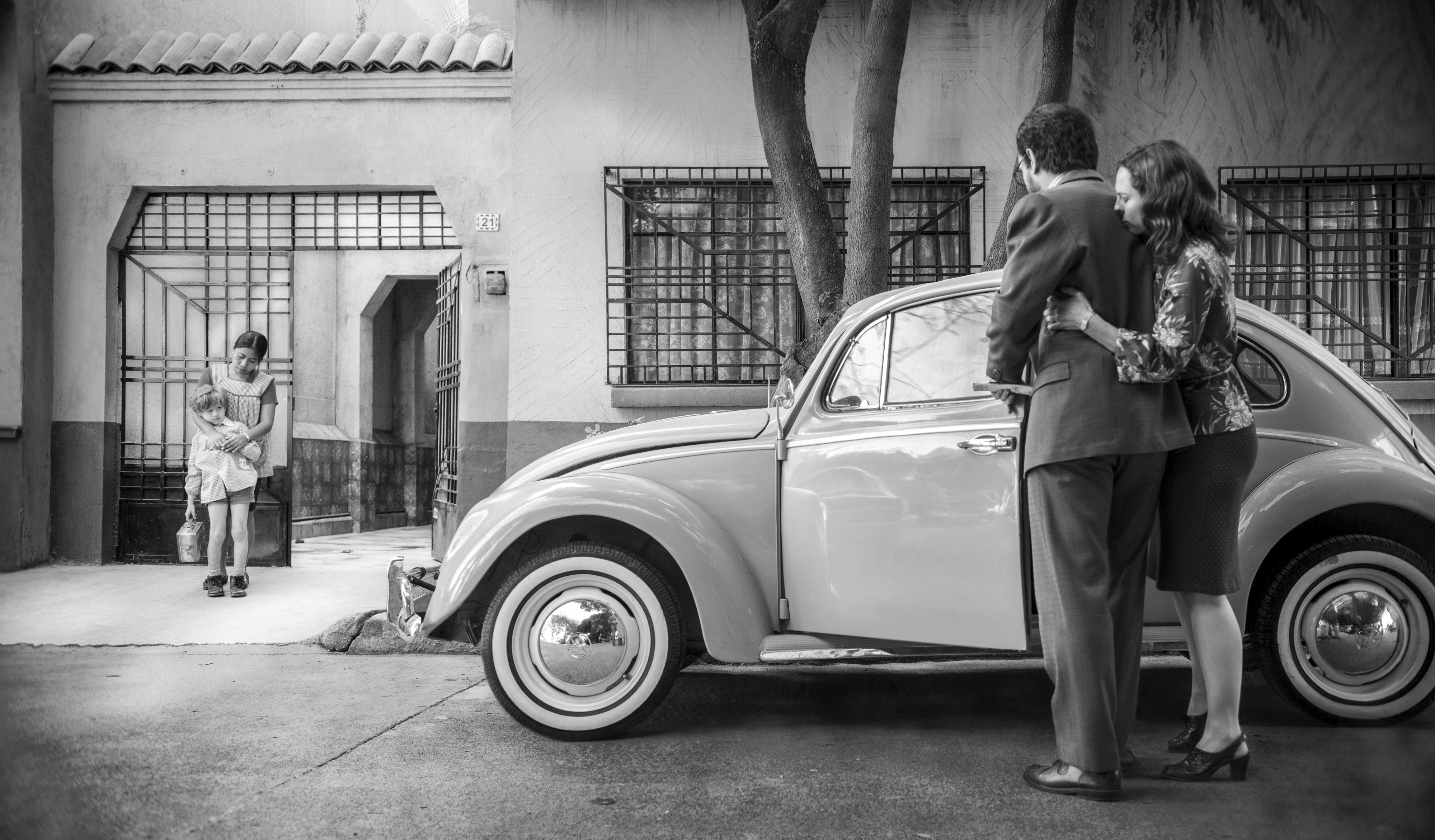 Review: 'Roma,' one of the year's best films, raises the question: Is a movie on Netflix still a movie?